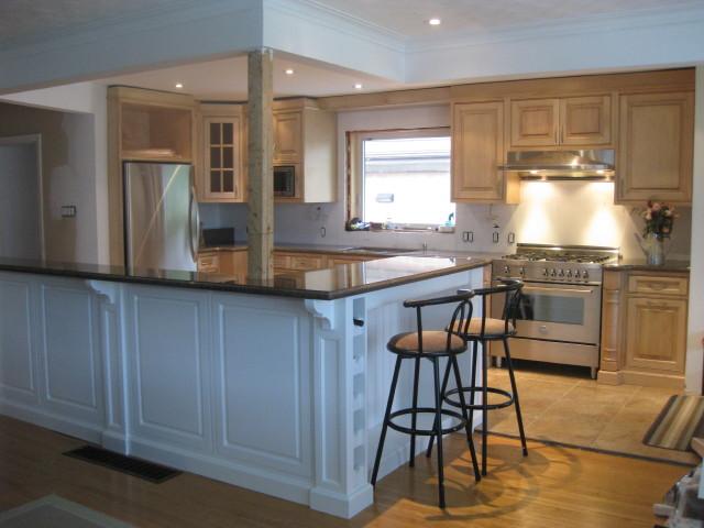 White Hard Maple Kitchen with Island